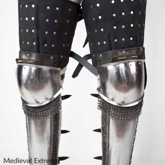 Eastern legs full set The Eastern style knees armor with chainmail