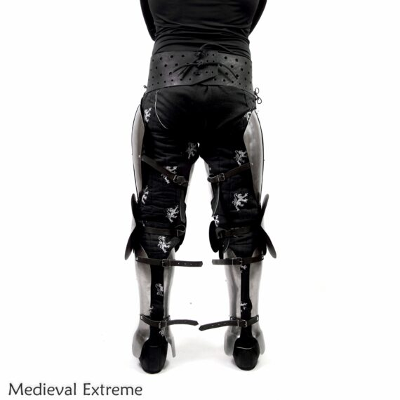 Better shapes, same perfect mobility. The set combines a mobility of floating legs with protection of three segmented greaves back