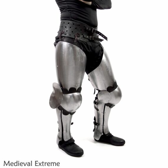 Better shapes, same perfect mobility. The set combines a mobility of floating legs with protection of three segmented greaves side